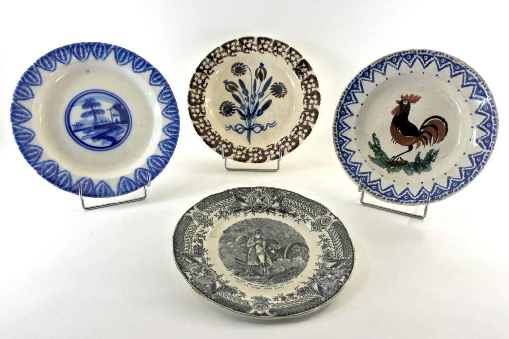 Piatti in ceramica e porcellana antichi e di antiquariato