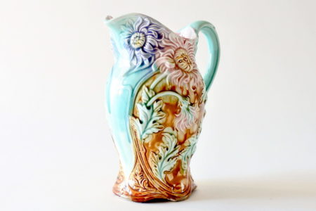 Brocca Onnaing n° 812 in ceramica barbotine con crisantemi - Chrysanthèmes