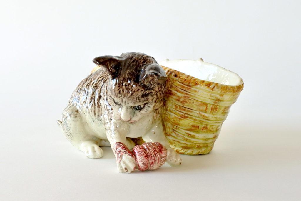 Jardinière in ceramica barbotine con gatto - Jérôme Massier Fils