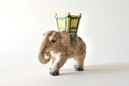Jardinière di Delphin Massier in ceramica barbotine a forma di elefante