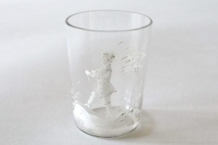 Bicchiere Mary Gregory in vetro soffiato del XIX° secolo