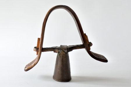 Campanaccio antico per capra con batacchio in osso