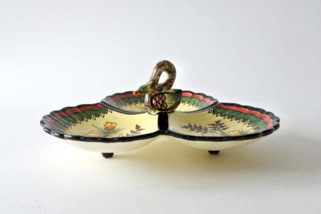 Centrotavola in ceramica di Quimper a tre scomparti ed impugnatura con cigno