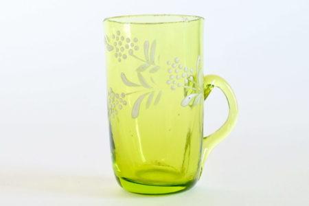 Bicchierino da liquore con manico in vetro soffiato verde con fiori smaltati