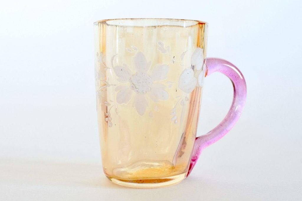 Bicchierino da liquore in vetro soffiato ambrato e manico lilla