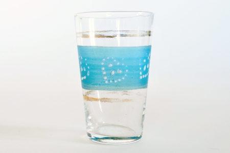 Bicchierino da liquore in vetro soffiato trasparente con cuori smaltati