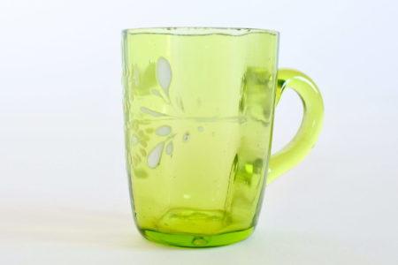 Bicchierino da liquore in vetro soffiato verde con manico