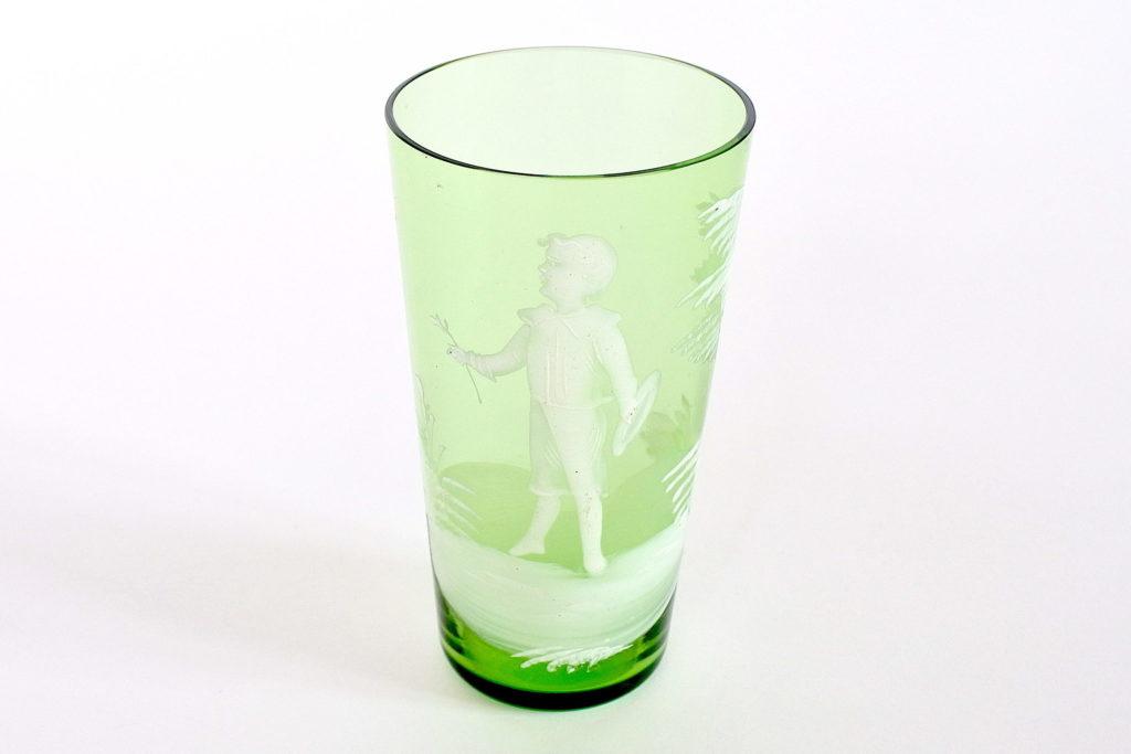 Bicchiere antico Mary Gregory in vetro soffiato verde e smalti bianchi