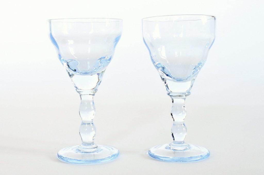Coppia di bicchierini da liquore a calice in vetro soffiato azzurro