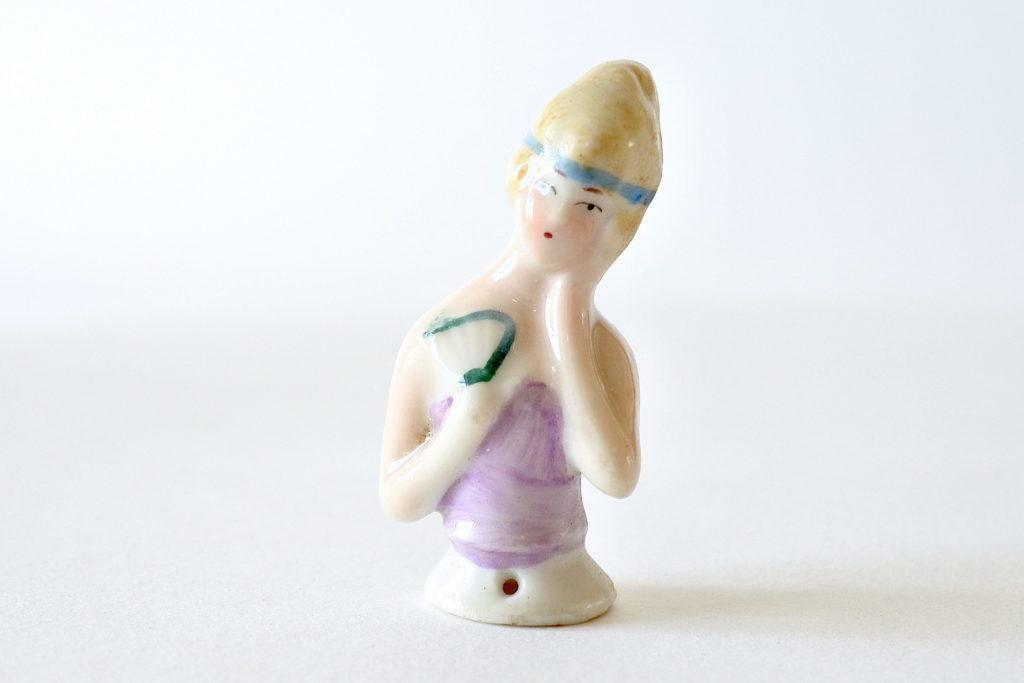 Statuina di donna con ventaglio in ceramica - Demi poupée