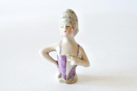 Statuina di donna in ceramica a forma di marquise - Demi poupée