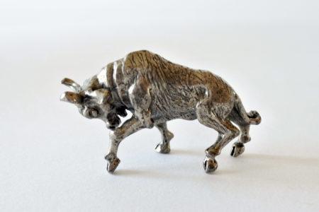 Toro in miniatura in argento massiccio titolo 800