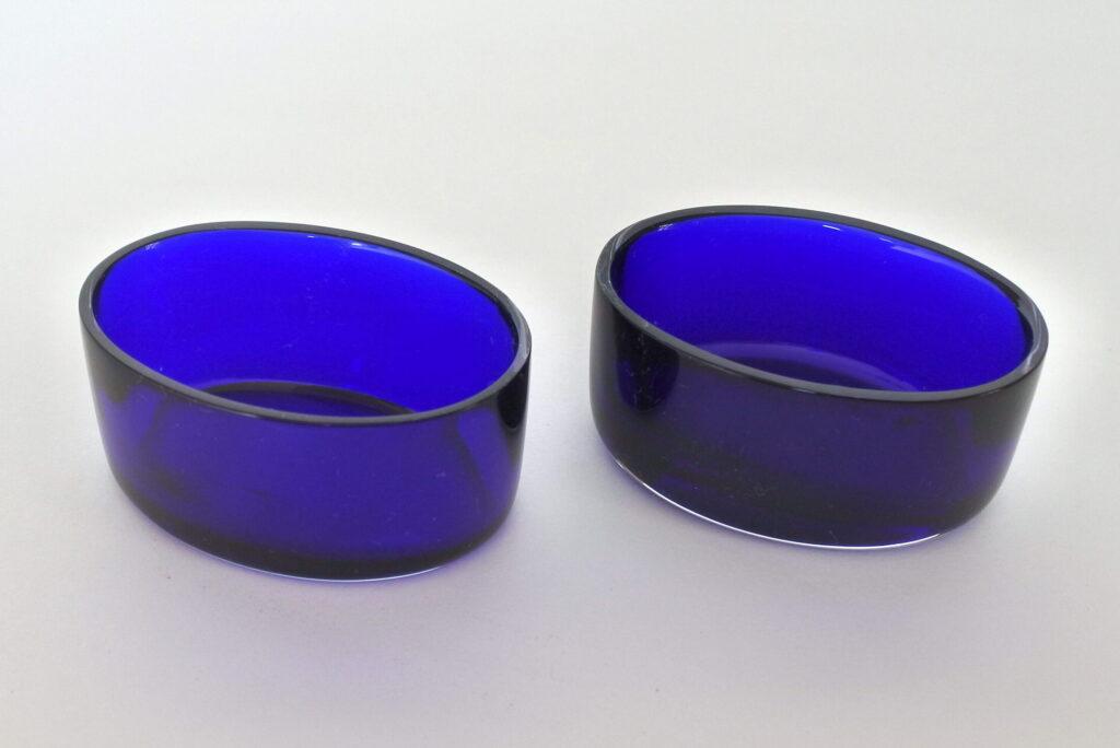 Coppia di saliere in vetro soffiato blu cobalto