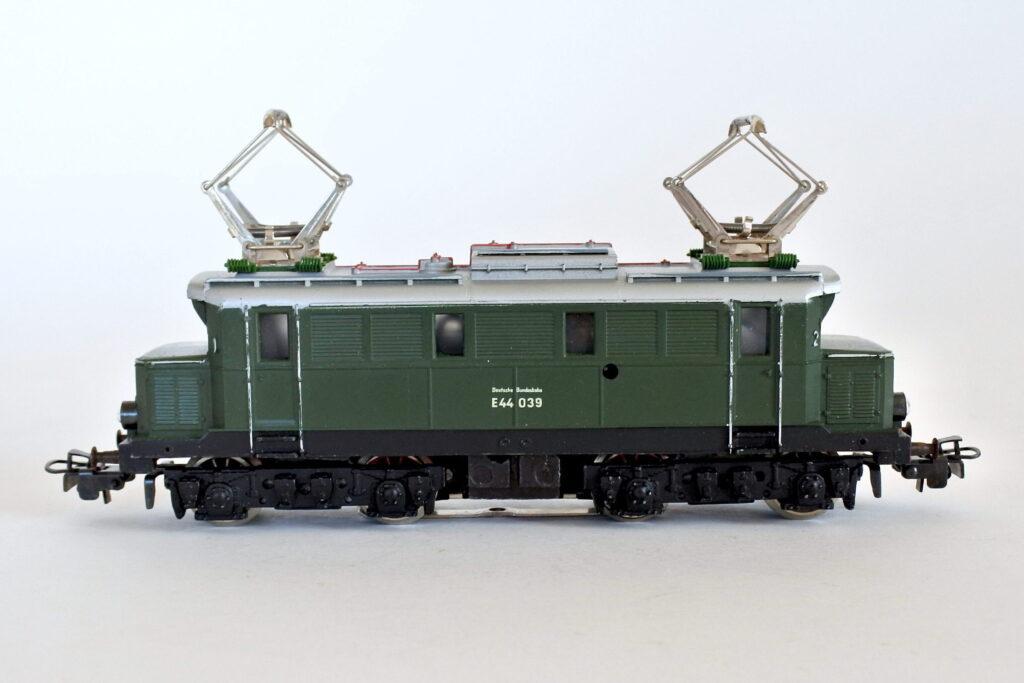 Locomotiva elettrica Marklin 3011 E44 039 H0 della DB Tedesca