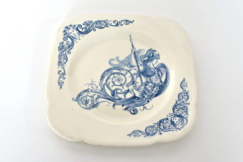 Piatto in ceramica di Clairefontaine con angelo guerriero con lancia e scudo