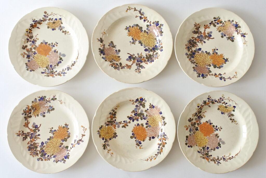 6 piatti fondi in ceramica di Gien del 1938 con dalie e rami con boccioli