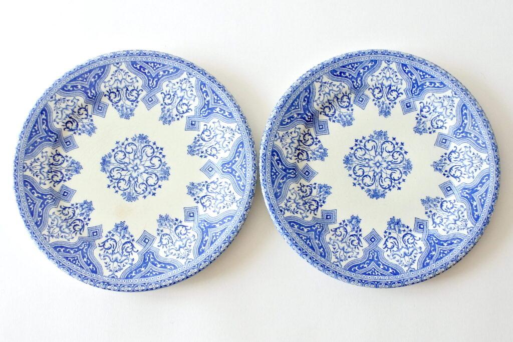 Coppia di piatti in ceramica di Gien per Perrier Fils con decoro Strasbourg