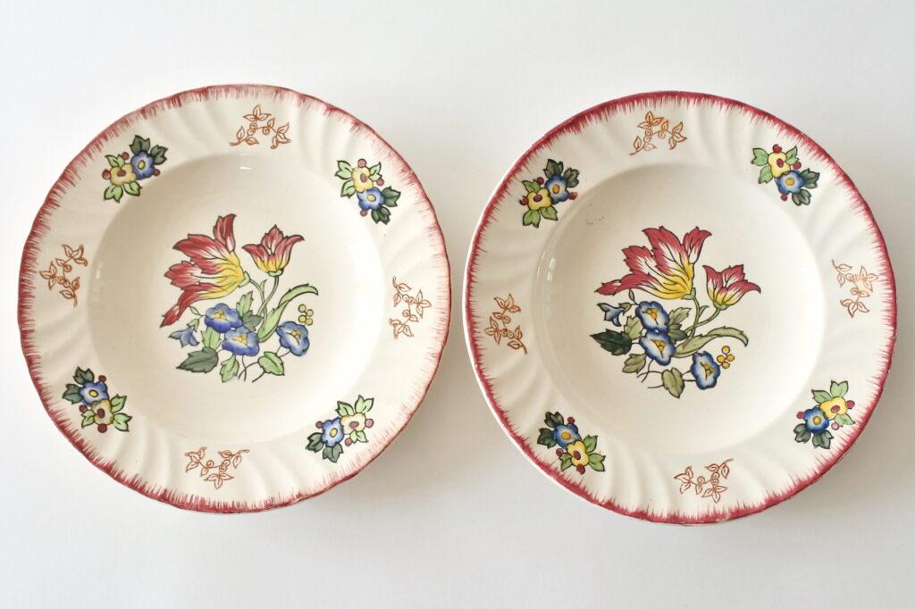 Coppia di piatti in ceramica di Longwy con decoro Marseille