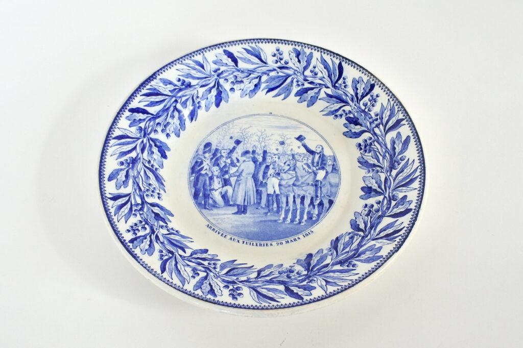 Piatto in porcellana con decoro Napoleonico - Arrivo a Tuileries