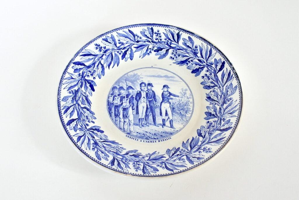 Piatto in porcellana con decoro Napoleonico - Arrivo dell'armata in Italia