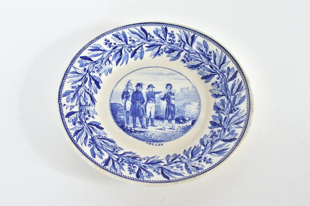 Piatto in porcellana con decoro Napoleonico - Toulon