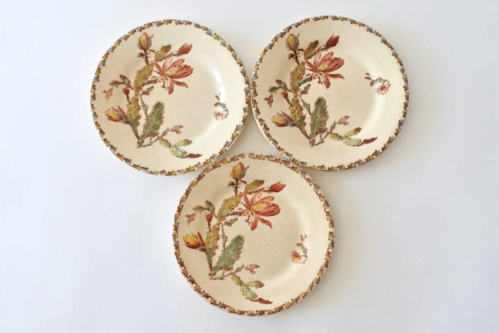 3 piatti in ceramica di Gien del 1878 con decoro policromo di cactus