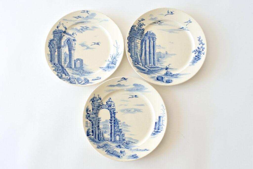 3 piatti piani in ceramica di Gien serie Ruines del 1875