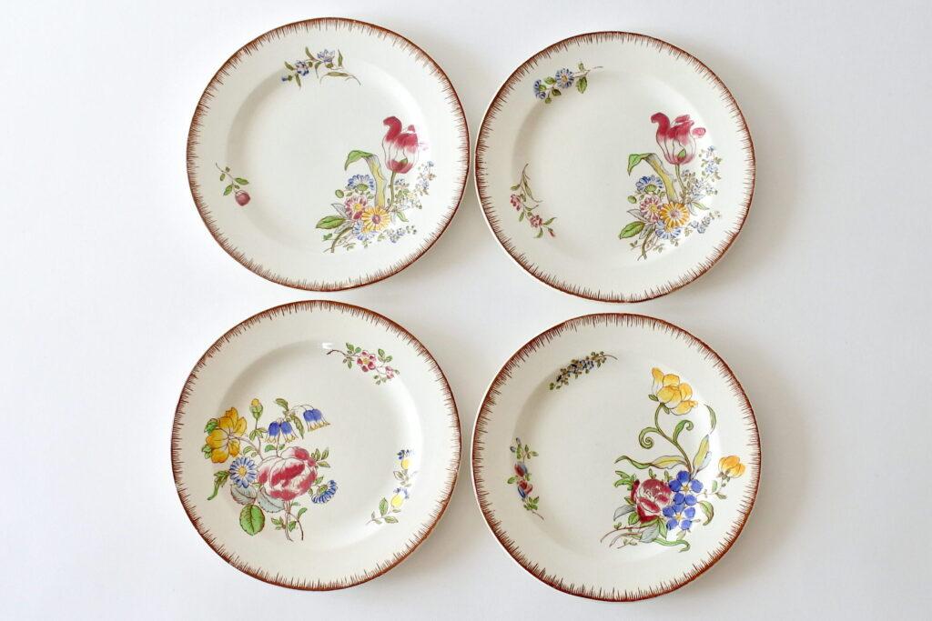 4 piatti in ceramica di Sarreguemines con decoro di fiori policromi