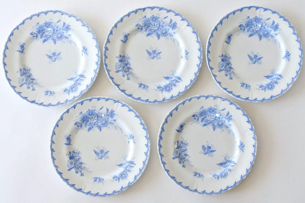 5 piatti piani in ceramica di Gien del 1875 con fiori e colomba