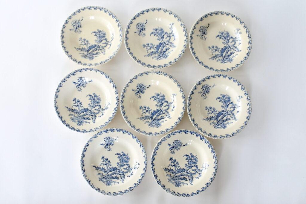 8 piatti fondi in ceramica di Gien del 1878 con decoro Chardons blu