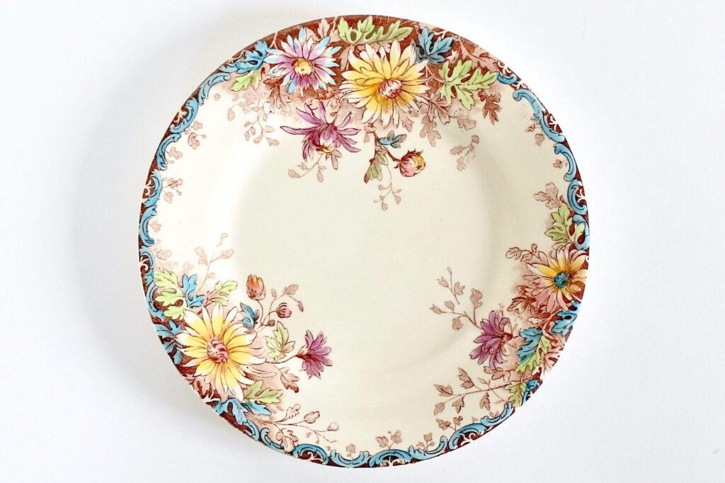 Piatto da frutta in ceramica di Gien del 1878 con decoro fiori d'autunno