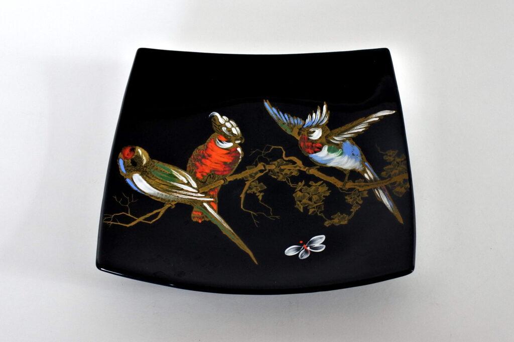 Piatto in ceramica di Longwy con pappagalli