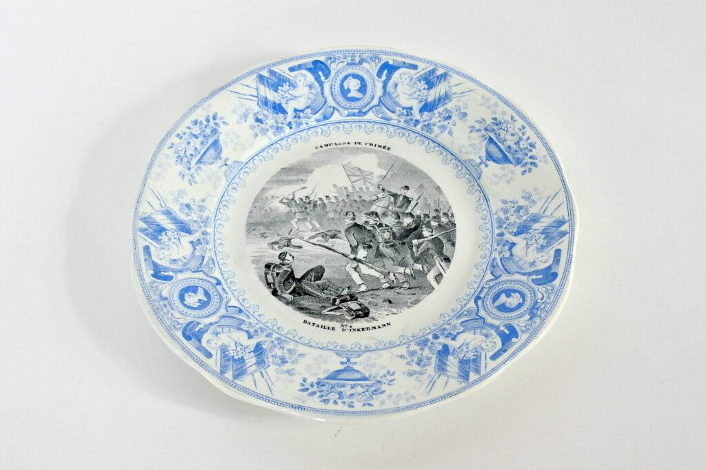 Piatto in porcellana con decoro Napoleonico nella guerra di Crimea