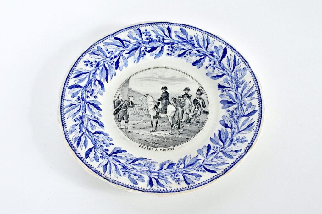 Piatto in porcellana di Creil et Montereau con Napoleone a cavallo - Vienna