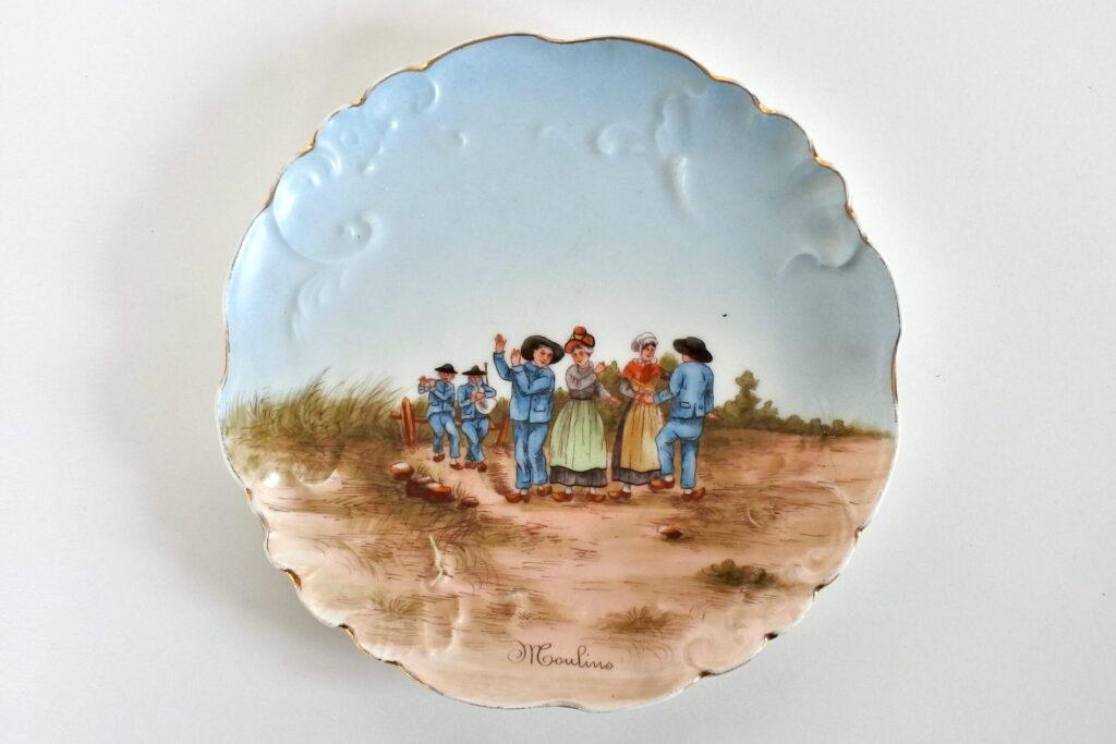Piatto in porcellana di Limoges con scena di ballo campestre a Moulins