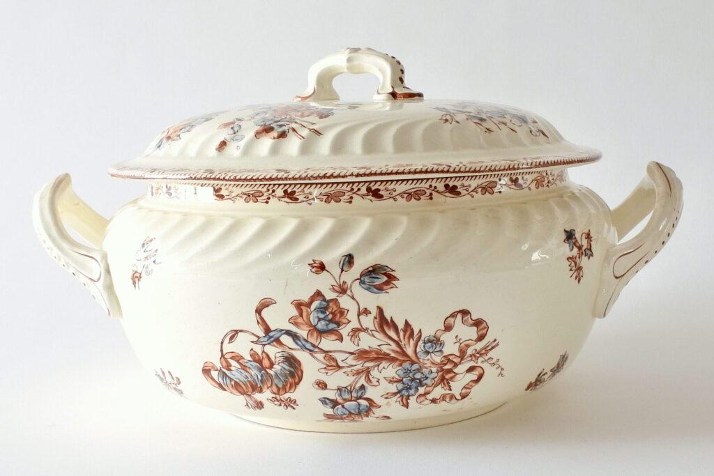 Zuppiera in ceramica di Salins con decoro floreale su fondo avorio