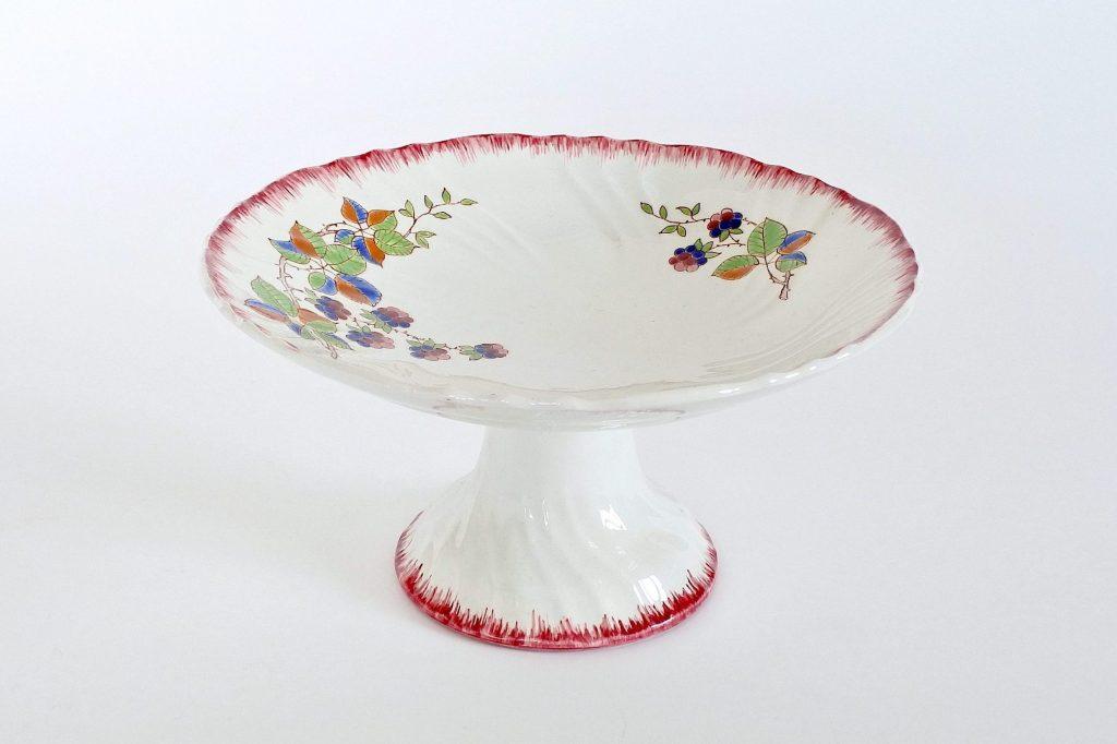 Alzata in ceramica di Longwy decoro Automne con more di rovo e farfalla