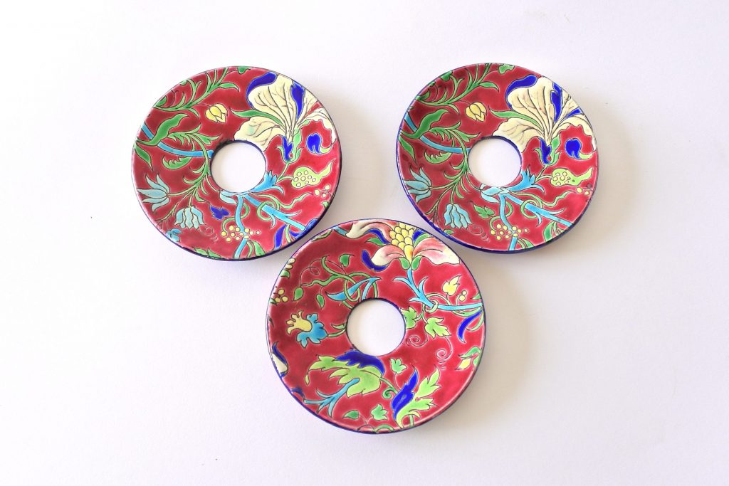 3 bobeches raccoglicera in ceramica di Longwy decorate a smalto con fiori