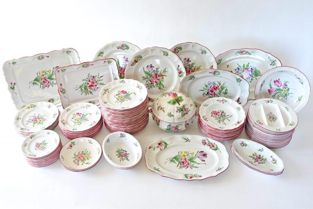 Servizio da tavola Reverbere in ceramica di Luneville con fiori policromi