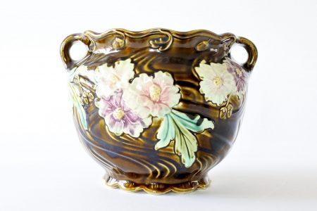 Cache pot Fives Lille in ceramica barbotine decorato con fiori e foglie