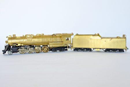 Locomotiva a vapore in ottone con tender KTM 2-8-4 Berkshier scala 0