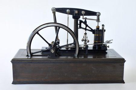 Macchina a vapore di Watt in ghisa acciaio ottone e base in legno